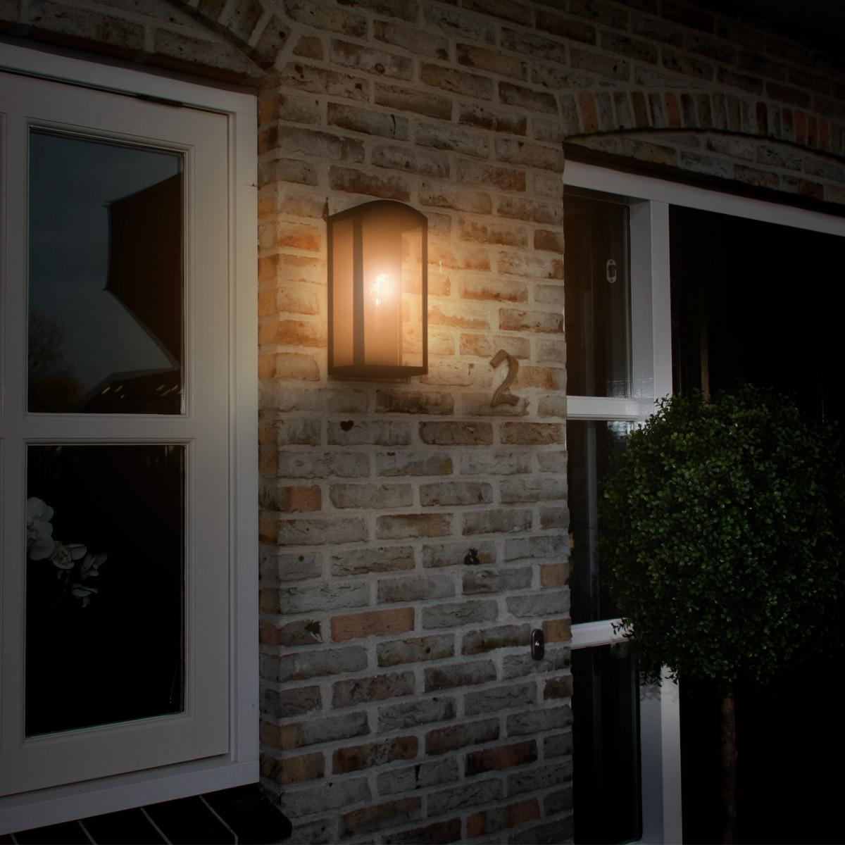 tijdloos design buitenlamp, stijlvol strak vormgeven wandlamp voor buiten, originele kwaliteitsverlichting, buitenlamp Como, chique exclusieve uitstraling, buitenverlichting van KS Verlichting
