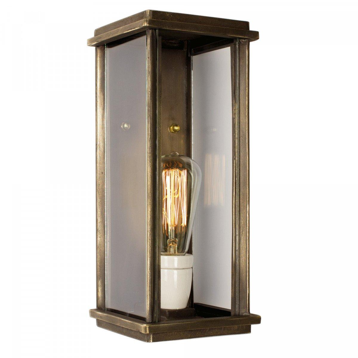 Bronzen wandlamp Capital L een strak klassiek vormgegeven onderhoudsvrije muurlamp van massief brons een langwerpige buitenlamp van KS Verlichting