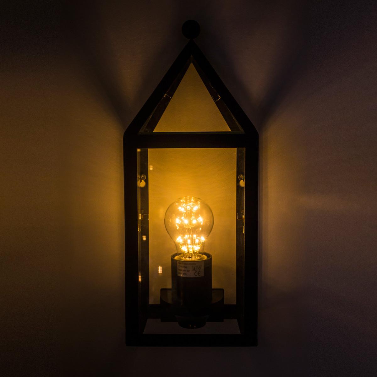 wandlamp voor buiten met zwart frame en heldere beglazing huisjes model buitenlamp in zwarte gooische stijl, voor aan de buitenmuur 40 cm hoog 15cm breed