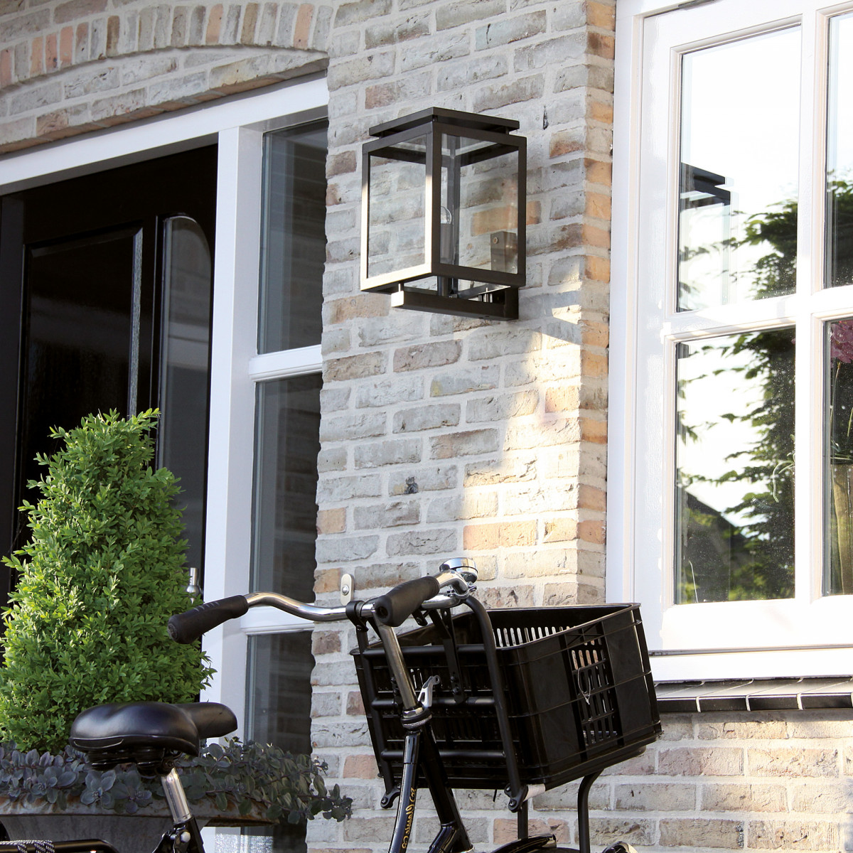 Buitenverlichting, buitenlamp Vecht, een origineel stijlvol tijdloos KS buitenlamp, de perfecte gevellamp, zwart strak klassieke gevelverlichting van KS Verlichting