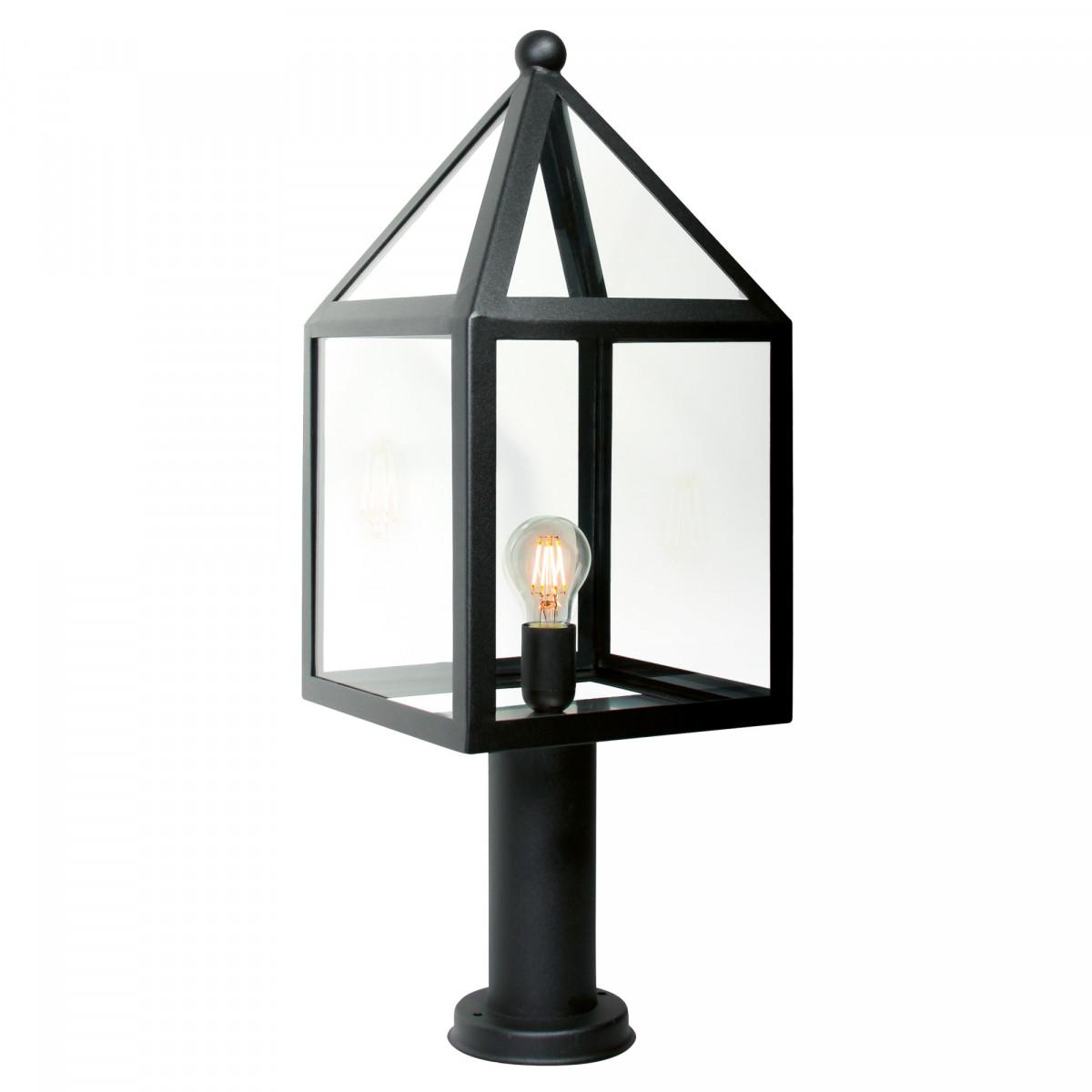 tuinlamp leusden een sokkel lantaarn ronde voet totaal 65cm hoog breedte lantaarnkap 25cm, zwart frame model huis, heldere vensters, lichtbron zichtbaar