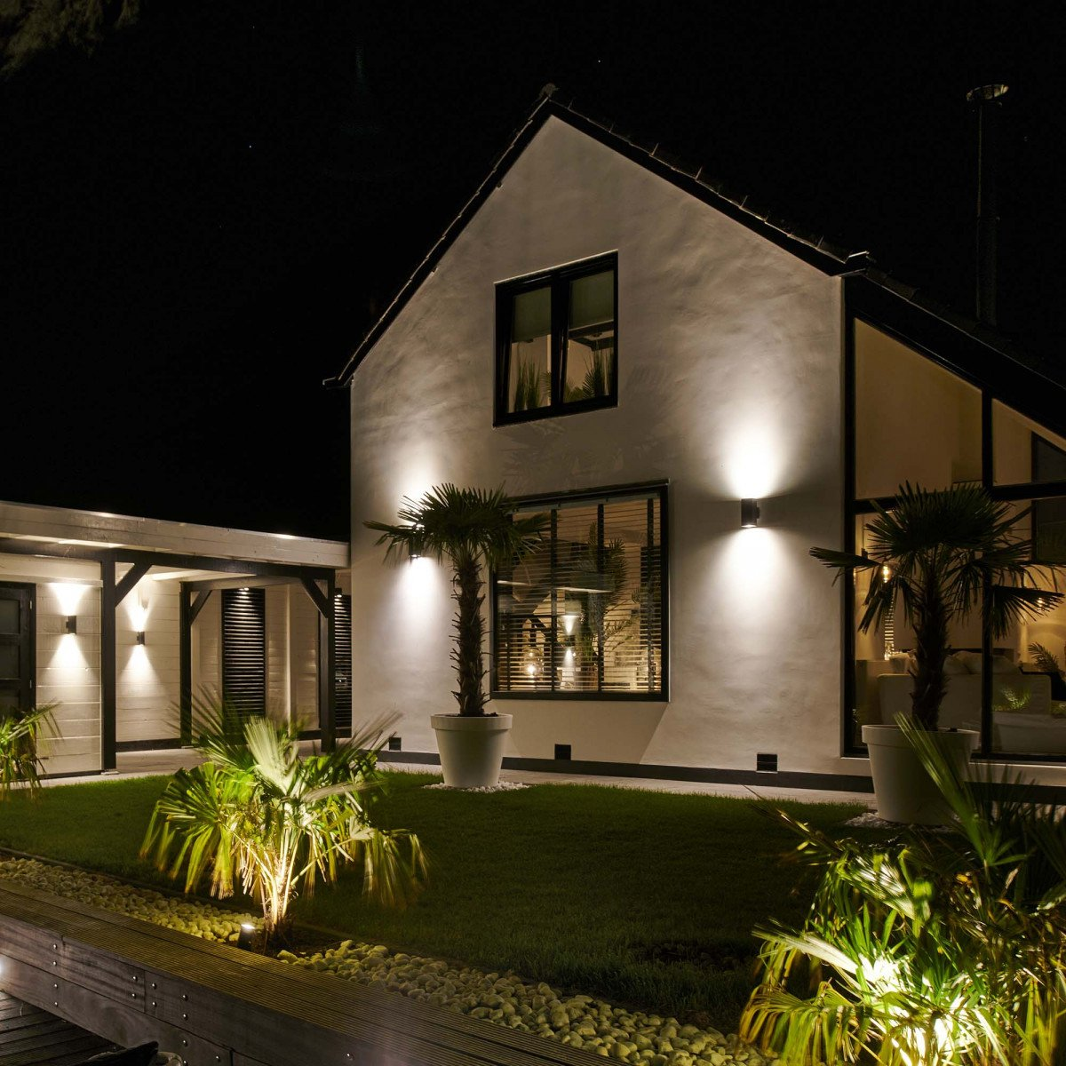 moderne wandverlichting, solid XL muurlamp, een krachtige stijlvolle wandspot perfect voor het verlichten van gevels, KS up en downlighter