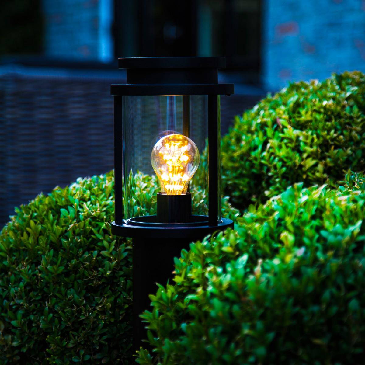 Buitenlamp staand zwart Sydney terras 60cm hoog, ronde lantaarnkap strak klassiek op paal doorsnedee 10 cm, tuinverlichting van KS Verlichting